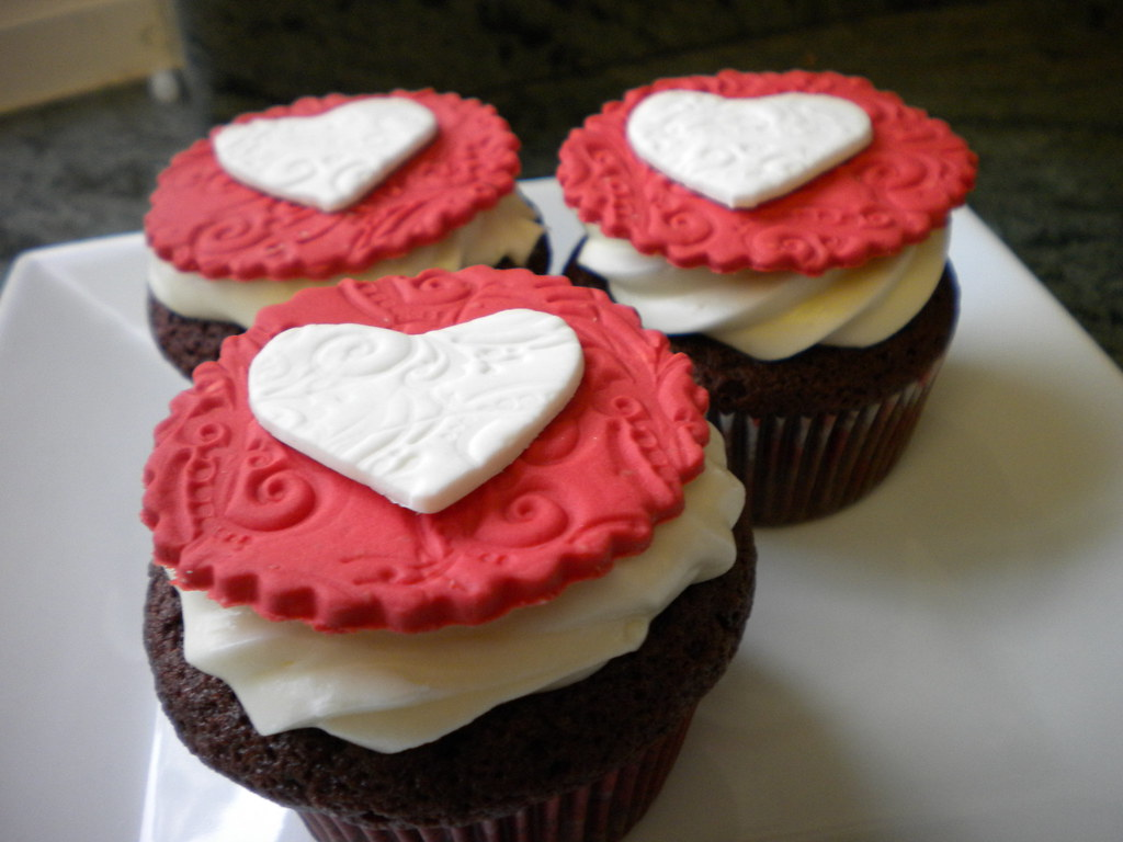Valentine's Cupcakes with Fondant Decorations