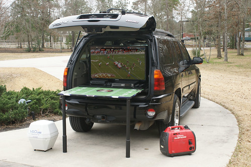 Tailgate portable, self-contained unit