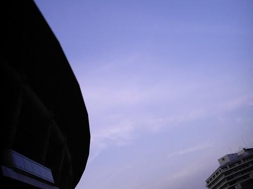【画像】ポラデジ izone 550で撮影した日産スタジアムと病院のコンポジション