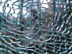 Cracked Glas (CoolMcFlash) Tags: up photography fotografie close crash fujifilm burst pane destroyed muster glas cracked splitter zerstört scheibe zersprungen s100fs