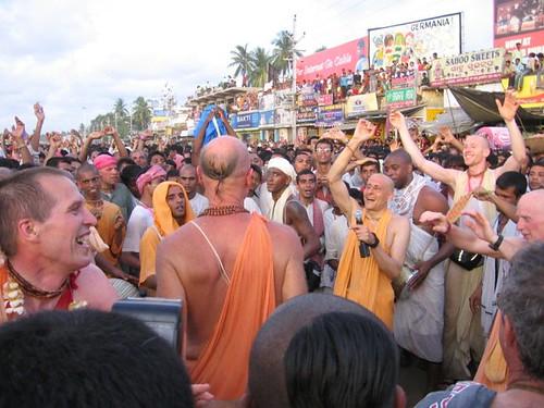 Jagannath Puri Ratha Yatra 2006 por ISKCON desire tree.