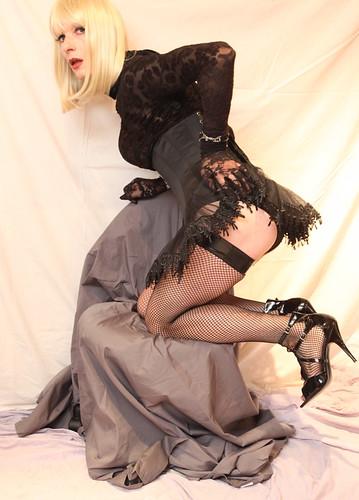 2009jess_black corset kneeling