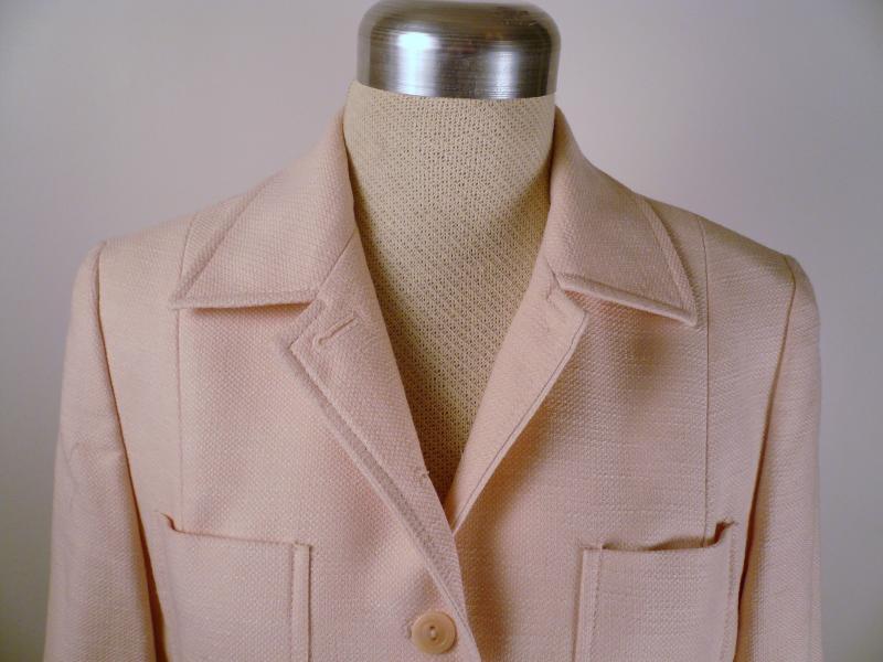 pink_LOFT_suit_collar_detail