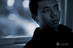 21/365 - oh the blue rainy days.. (Joel Lim | joellim.com) Tags: nikon bokeh 85mm 365 85mmf14d project365 nikkor85mmf14d strobist d700