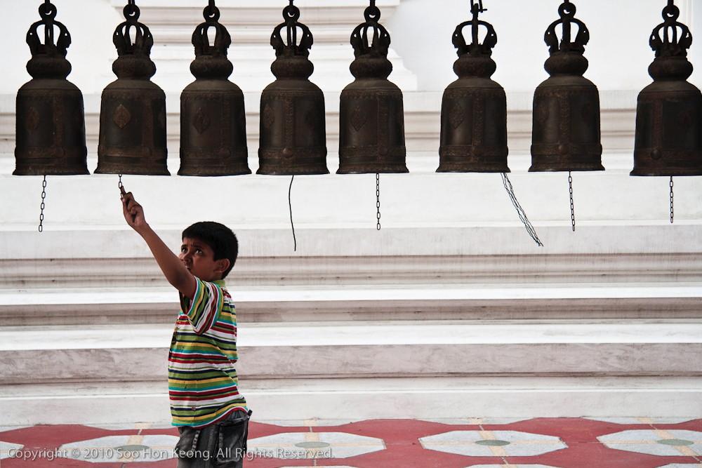 Knock the Bell @ Wat Hua Lampong, Bangkok, Thailand