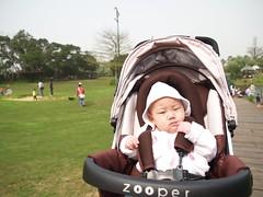 玩了一天,劉小妹有點累了
