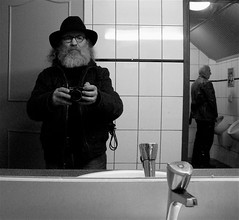 ..... (Akbar Simonse) Tags: street people urban selfportrait holland me myself candid streetphotography x zelfportret toilets streetshot straat straatfotografie straatfoto dedoka akbarsimonse