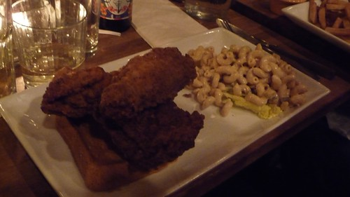 Fried chicken with Mac/Cheese at Peaches Hothouse