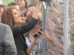 Eva Longoria sings autographs for fans