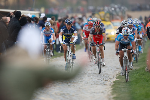 The pros show how it's done during the 2010 Paris-Roubaix. Photo: tetedelacourse