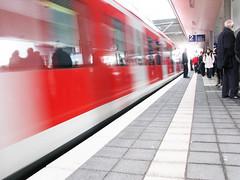 Verso la luce (zoommax) Tags: red train frankfurt rosso treno fiatlux francoforte zoommax