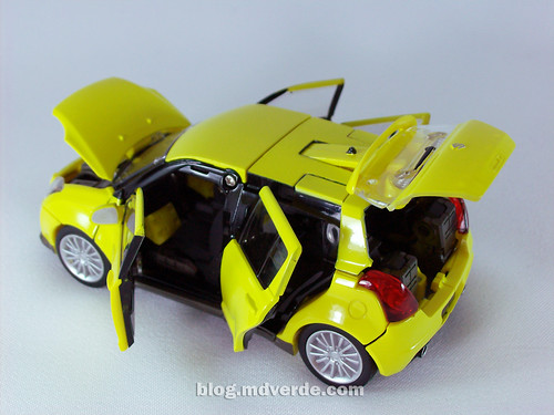 Transformers Bumblebee Alternity - modo alterno