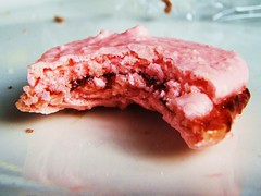 strawberry french macaroons - 24