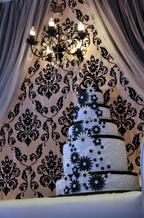 White Wedding Backdrop. Black amp; White Wedding Cake