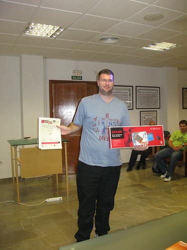 José Luis López Pino con el diploma con el diploma y el regalo (by jmerelo)