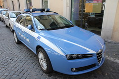 Cool police car (Sakena) Tags: policecar alfaromeo