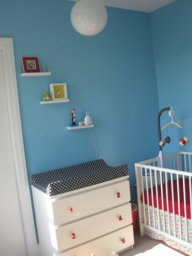 Crib/changing table corner