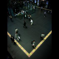Kyoto de V (shotam) Tags: station kyoto snap v  grdigital ricoh  grd grd2