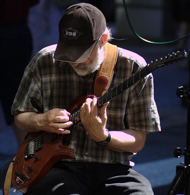 GuitarMan2