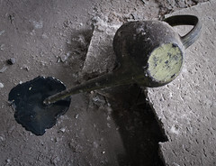 oil spill (SnaPsi Сталкер) Tags: can oil spill oilspill urbex heizkraftwerk oilcan ölkanne heatingplant heizwerk ausgelaufen snapsi42 öllache hkwp