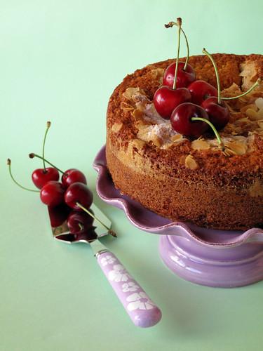 Torta alle ciliegie e alle mandorle [1]