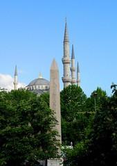 2010 istanbul 228 (ebruzenesen - esengül) Tags: turkey türkiye istanbul mosque ottoman cami deniz mavi sultanahmet bulut minare kubbe architec yeşillik süsleme alem şadırvan avlu tarihiyapı ebruzenesen muslimcultur dikiltaş