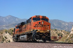 Leaning into the Turn (El Roco Photography) Tags: california railroad santafe train canon rail trains socal transportation locomotive ge bnsf cajon railroads sanbernardino freighttrain sanbernardinocalifornia emd atsf burlingtonnorthernsantafe cajonpass es44dc alltrains stacktrain bnsfrailroad burlingtonnorthernsantaferailroad movingtrains elrocophotography