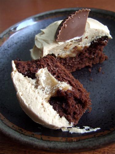 choco pb cupcakes_05