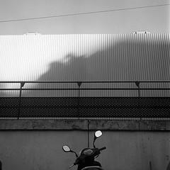 Puteaux, 2017 (Marie Ilford) Tags: puteaux streetphotography photographieargentique rolleiflex kodaktrix