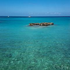 Cayman Island # 1 (Enio Godoy - www.picturecumlux.com.br) Tags: niksoftware 1x1 beach landscape caymanisland travel sky vacations viveza2324112611110447 caribe caribecruise sea scenery relaxation
