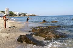 Fishing Ladies (Mah Nava) Tags: fishing fishingladies ladies angeln mittelmeer mediterranean mediterraneansea andalusien spain spanien girls