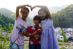 Chinese girls in Jujing (Val Guid'Hall) Tags: chine china province jujing village asie asia wuyuan yaoli jingdezhen landscape wild circle round town city culture chinese chinois portrait