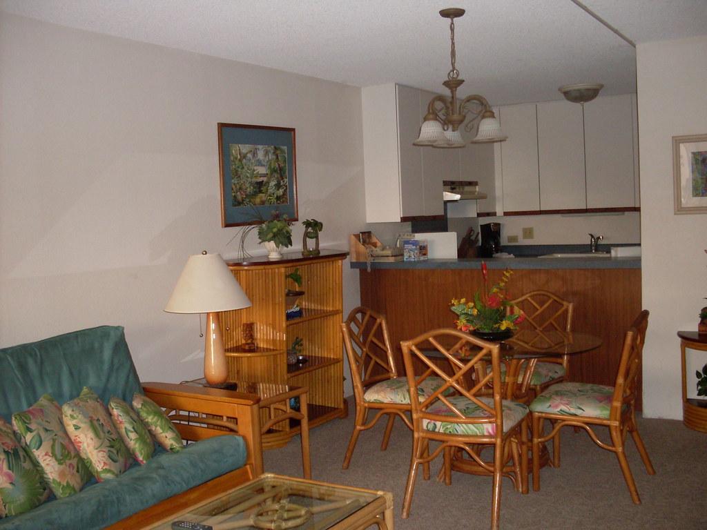 Kamaole Sands 6-305 Dining Area