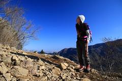 Walking along the ridge of a mountain range (satoson) Tags: mountain nature japan canon climbing   kanagawa  30d     tonodake