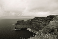 The Cliffs Of Moher (6).- (ancama_99(toni)) Tags: pictures ocean trip travel ireland sea vacation sky blackandwhite bw irish paisajes naturaleza white seascape black green blancoynegro blanco beach nature water monochrome clouds marina photoshop landscape geotagged island photography coast photo blackwhite agua nikon europa europe clare mare waves foto noiretblanc photos negro picture wave photographic irland eire cliffs bn fotos layers fotografia cliffsofmoher nikkor paysage olas moher ola biancoenero irlanda irlande 2010 marinas fotografas d60 acantilados eireann republicofireland 10favs nikond60 blackwhitephotos mywinners ancama99