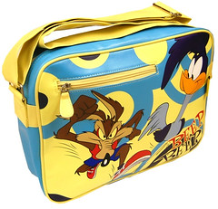 Road Runner Wile E Coyote Retro Bag (characterplanet.co.uk) Tags: kids adult nostalgia mens looneytunes 80scartoons varioussizes variouscolours retrocartoons looneytunesgifts roadrunnerwileecoyotemerchandise roadrunnerwyliecoyotegifts roadrunnerbag wyliecoyotebag roadrunnerwyliecoyote