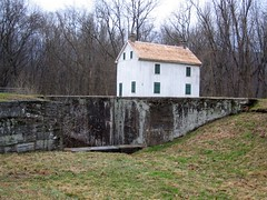 Lock Tender's House at Lock 56 (Dendroica cerulea) Tags: building water buildings md structure cocanal nationalhistoricalpark washingtoncounty birdcount cocanalnationalhistoricalpark dcaudubon birdsurvey lock56 mile136 sidelinglock