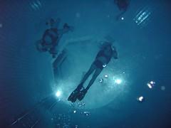 Vue d'en bas (PhilR66) Tags: eric dive diving bleu scubadiving fosse piscine plongée abyss 20m civaux abyssplongée
