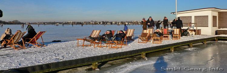 Außenalster vereist in Hamburg St. Georg