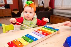 Met de xylofoon spelen