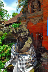 Ubud Temple, Bali (r47z @ Cris Chen ) Tags: sunset bali food beach indonesia temple asia d200 asianfood ubud kuta tanahlot legian seminyak travelphotography landscapephotography baliindonesia travelphotograhy sunsetphotography babiguling crischen ibuota