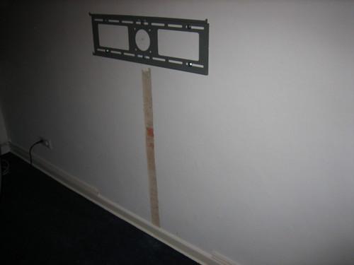 Elektronik  Einen TV wie im Werbebild an die Wand bringen ~ Fernseher Von Wand Gefallen