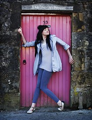 Cassie44 (Szmytke) Tags: door uk pink tower castle history fashion scotland nicolle model cassie leggings teenage clackmannanshire clackmannan