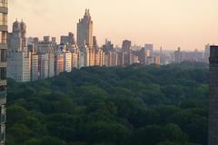 NYC; Sonnenaufgang Central Park West (Chironius) Tags: nyc morning usa newyork sunrise dawn hotel alba manhattan amanecer dmmerung sonnenaufgang morgen ochtend matin  morgens zonsopgang mattina aube morgendmmerung morgengrauen dageraad