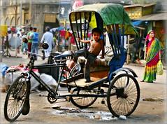 India - Orissa - marzo 2008 (anton.it) Tags: trip india holiday canon relax donna strada digitale bici 1001nights colori orissa viaggio attesa bambino ruote carozzella flickraward antonit 1001nightsmagiccity flickrtravelaward