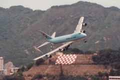 "HL7452 747-2B5F ""Korean Air Cargo"" (Daryl Chapman Photography) Tags: turn canon hongkong crazy ke banking mental igs chequerboard koreanaircargo hl7452 runway13 darylchapman"