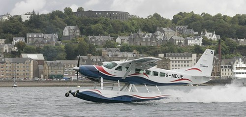 Loch Lomond Seaplanes - landing in Oban Bay
