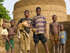 Enfants Otammari (Justinsoul) Tags: voyage africa leica trip travel people flickr afrika benin paysage pays pais gens afrique   atakora vlux1  fluidr outamari justinsoul