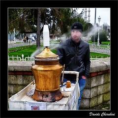 Venditore di T - Tea Vendor (Davide Cherubini) Tags: tea streetphotography istanbul steam vendor sultanahmet t salep venditore ambulante cherubini vapore dcherubini davidecherubini
