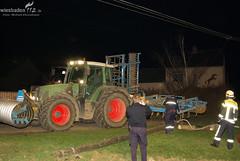 Traktor reißt Strommast um - 23.03.10